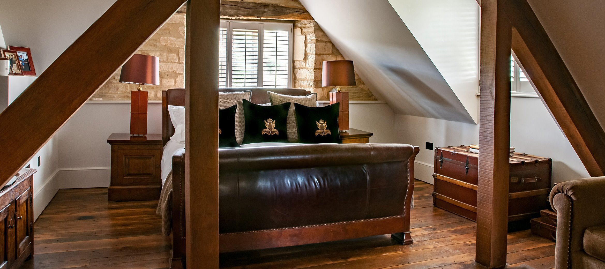 luxury-cotswold-farmhouse-club-bedroom