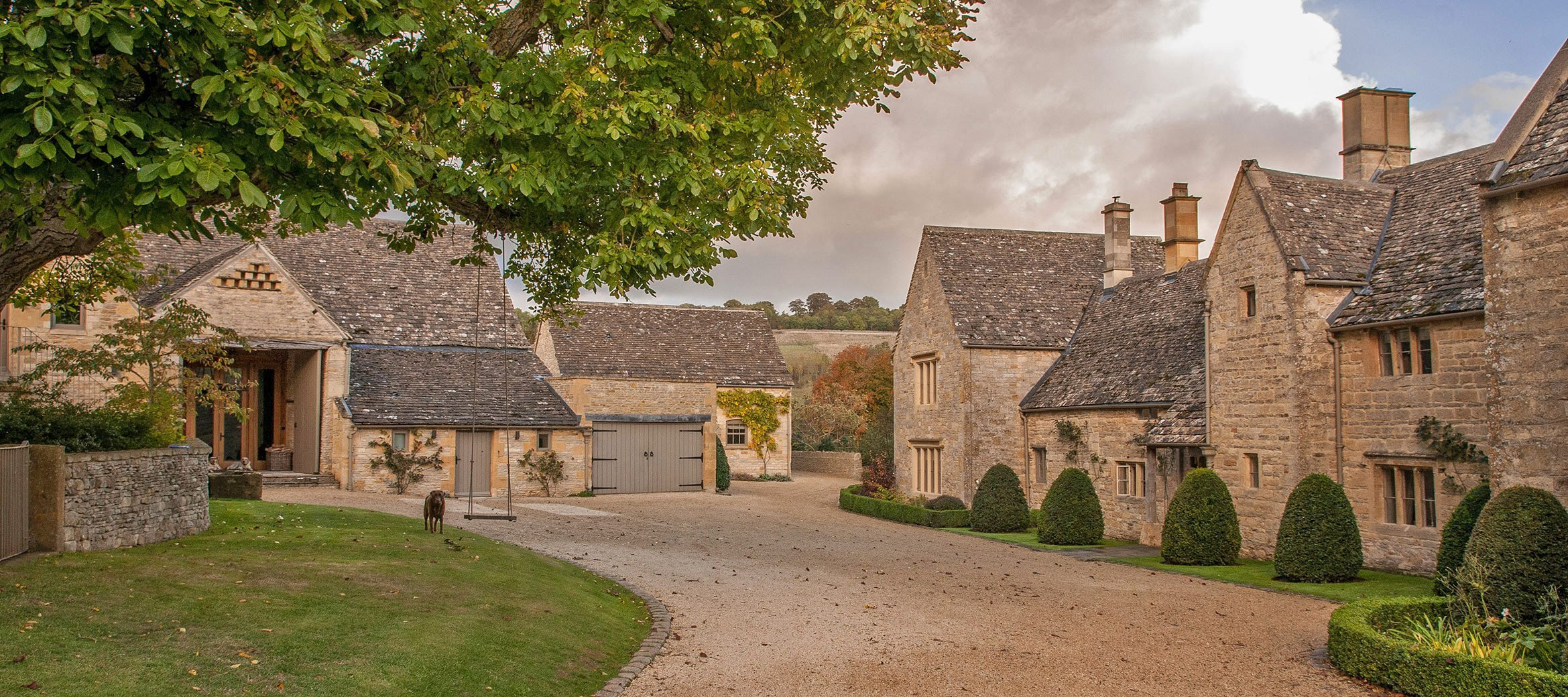 luxury-cotswold-farmhouse-house-barns