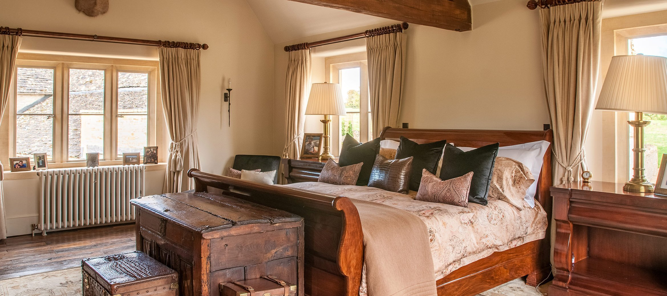 luxury-cotswold-farmhouse-master-bedroom