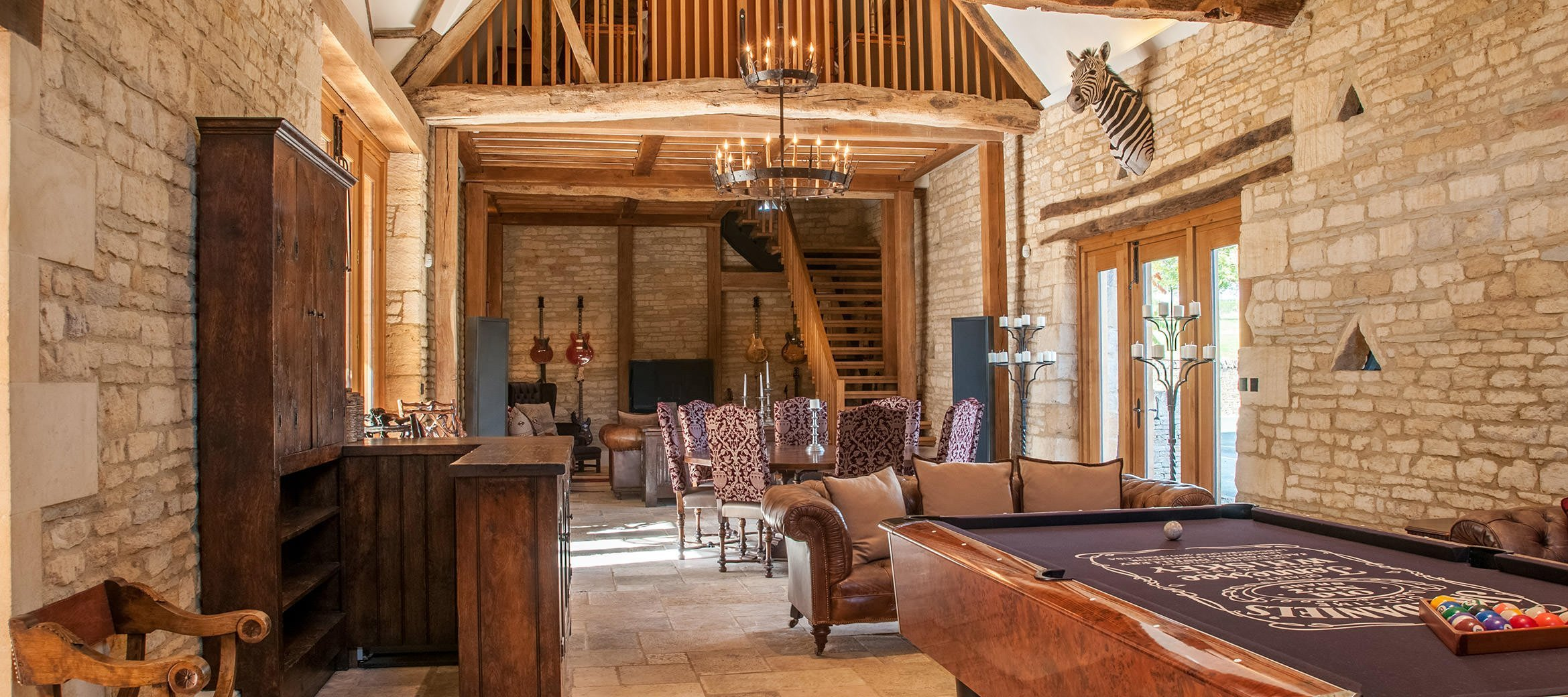 luxury-cotswold-farmhouse-party-barn