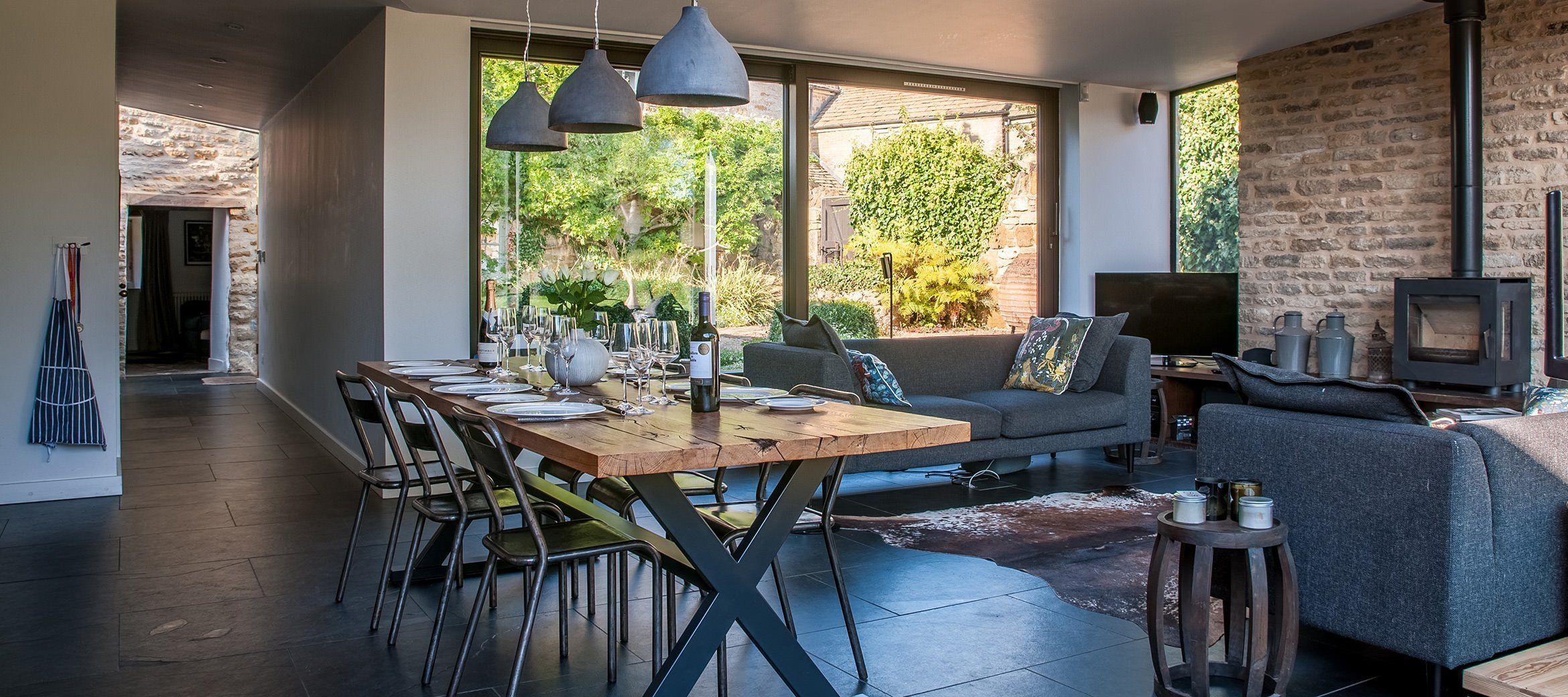 luxury-kingham-cotswold-cottage-contemporary-extension