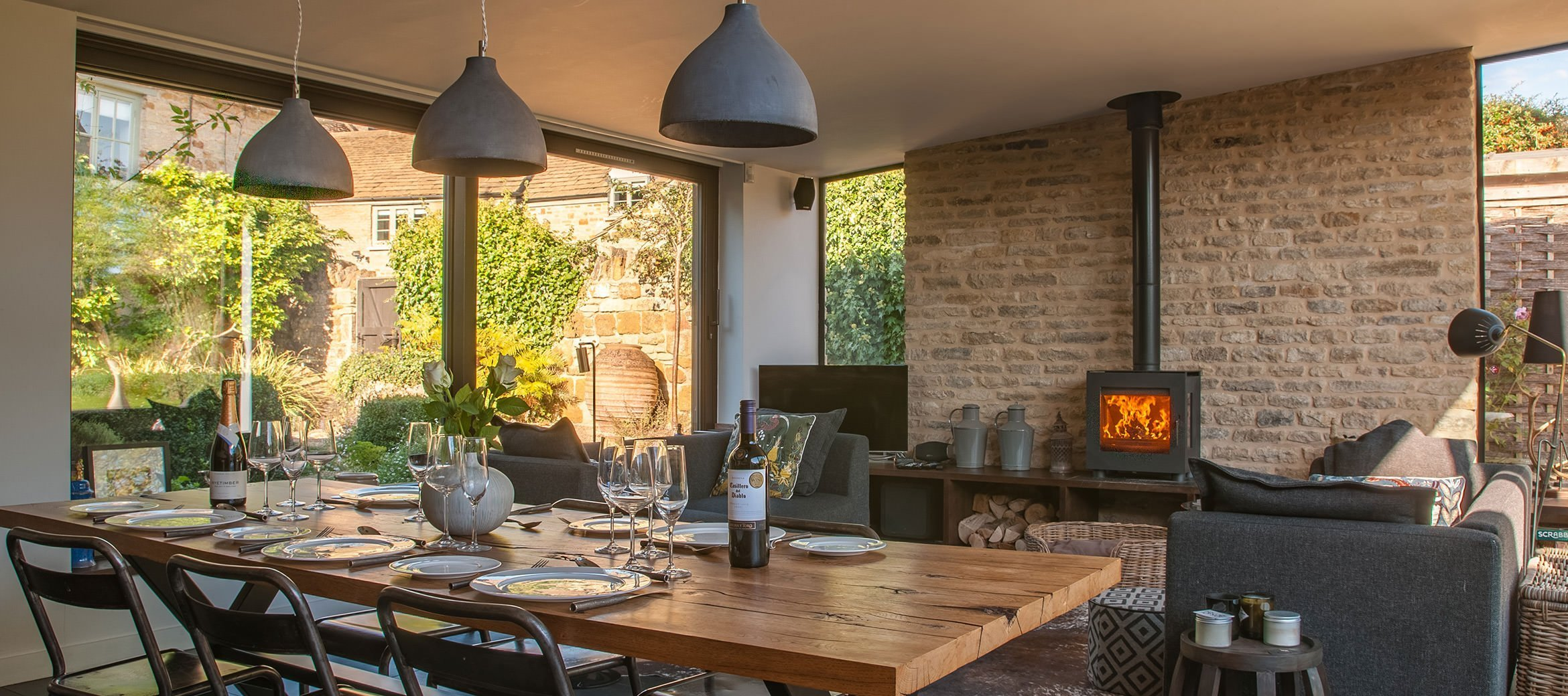 luxury-kingham-cotswold-cottage-dining-room