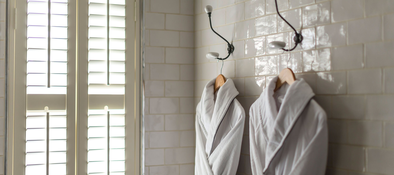 cheltenham-townhouse-38_the_park-bathrobes