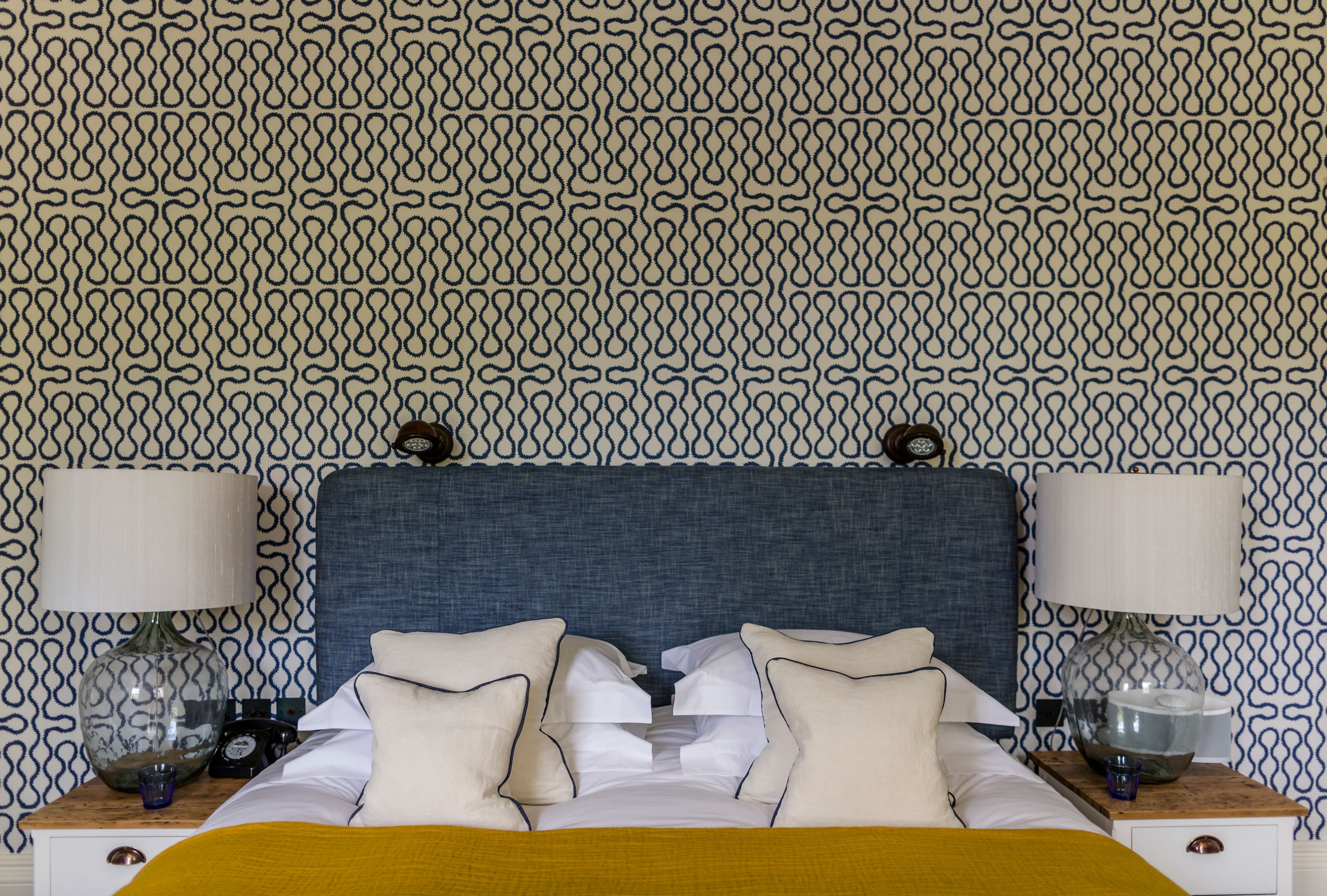 cheltenham-townhouse-38_the_park-geometric-wall-paper-bedroom