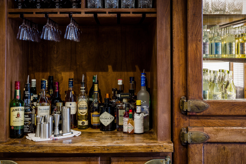cheltenham-townhouse-38_the_park-honesty-bar