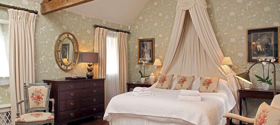 bruern-holiday-cottages-cope-bedroom