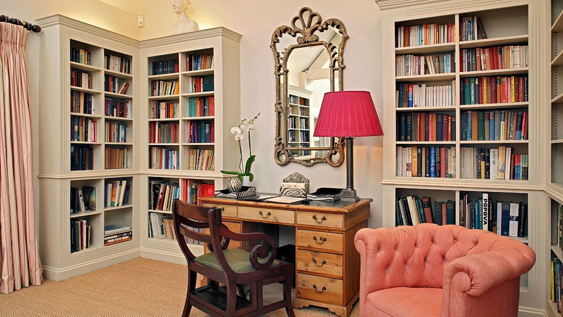 bruern-holiday-cottages-cope-library