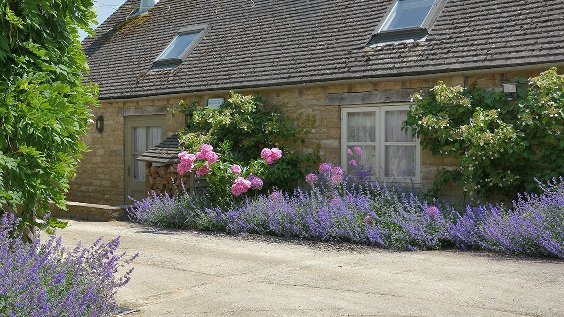 bruern-holiday-cottages-cope-patio-garden