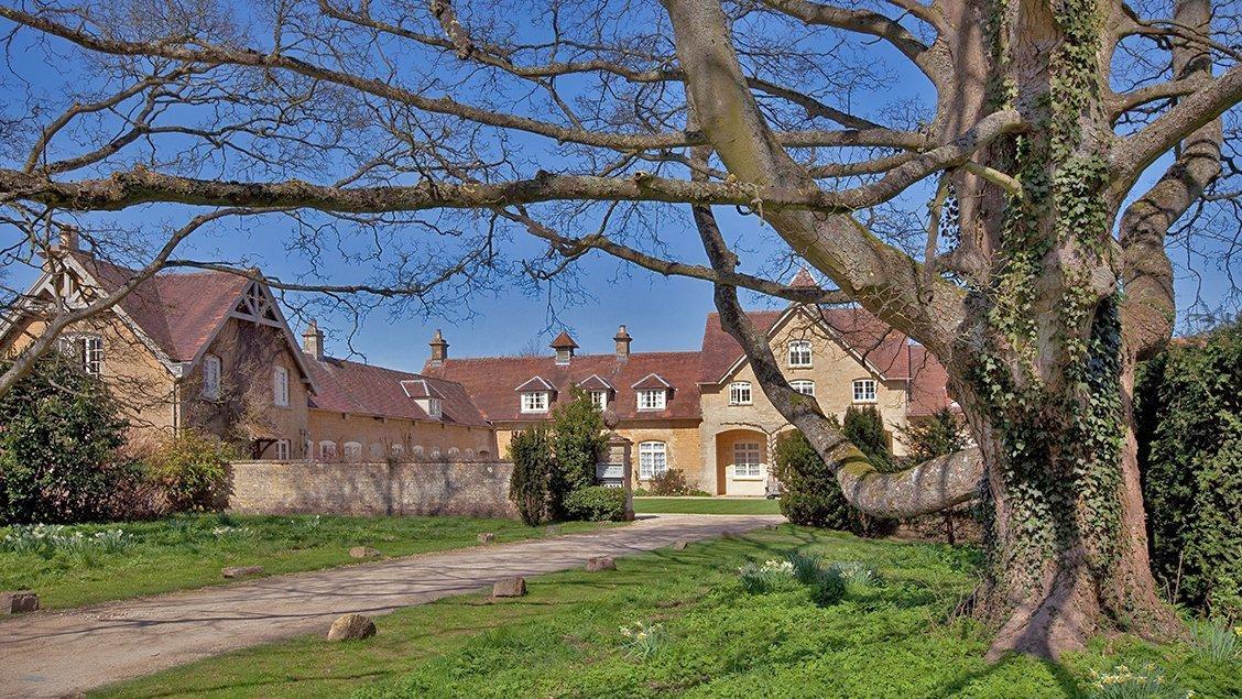 bruern-holiday-cottages-entrance