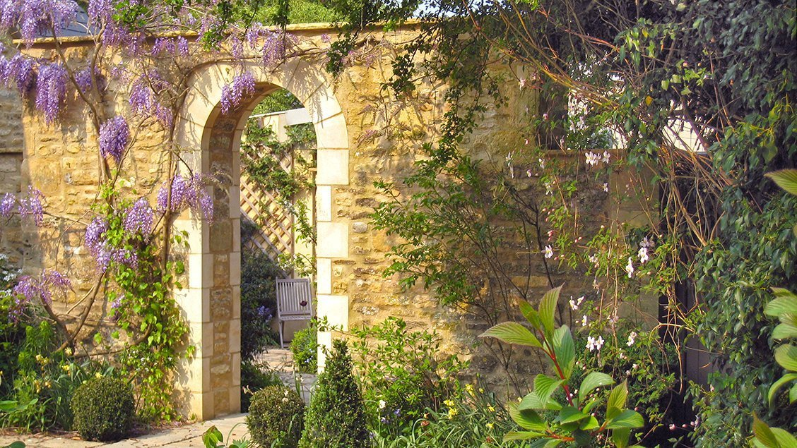 bruern-holiday-cottages-garden-arch