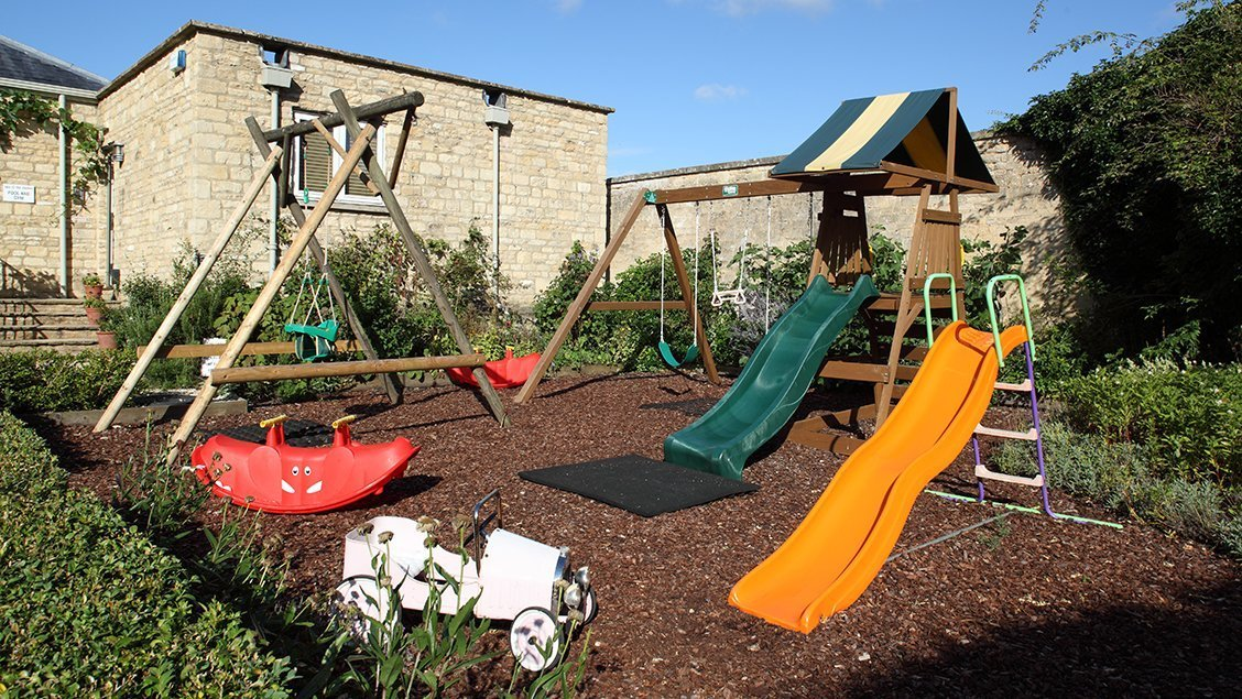bruern-holiday-cottages-play-area