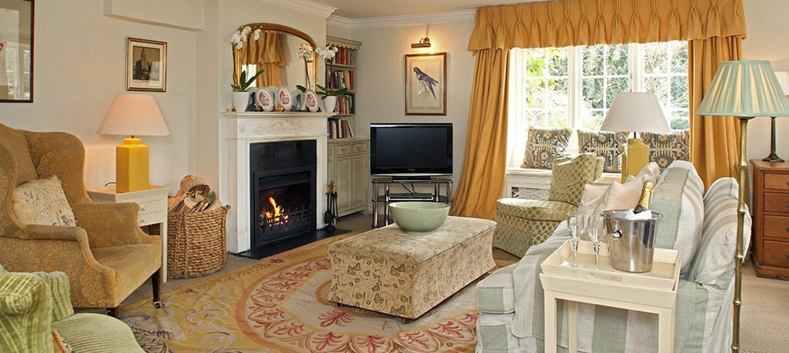bruern-holiday-cottages-goodwood-sitting-room