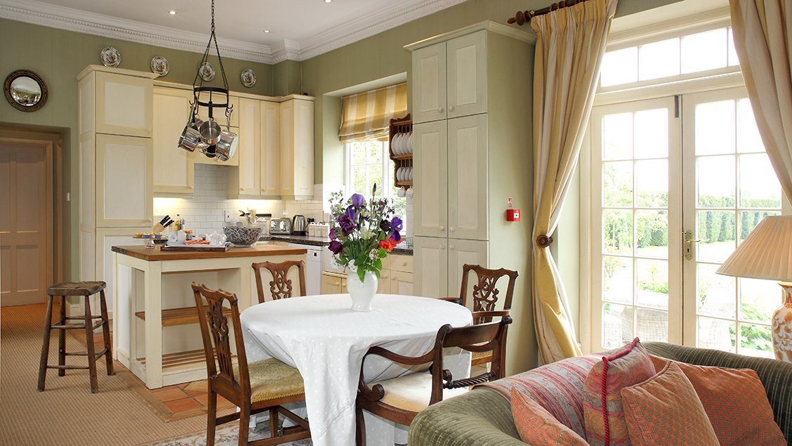 buern-luxury-cotswold-cottages-sandown-cottage-sitting-room