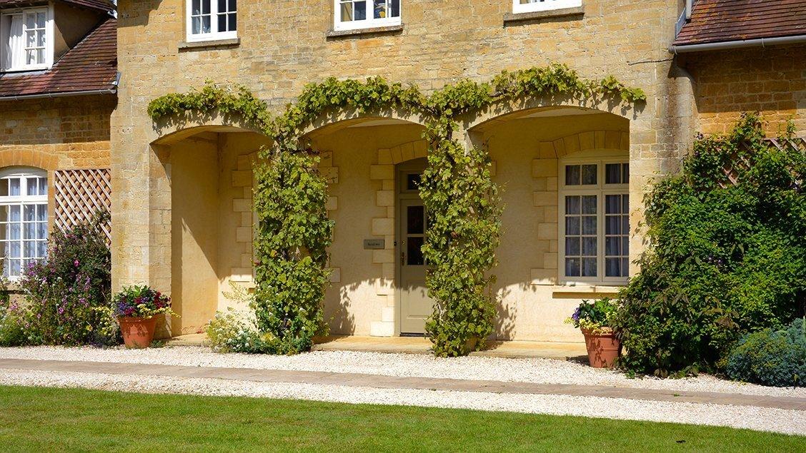 buern-luxury-cotswold-cottages-sandown-cottage-entrance