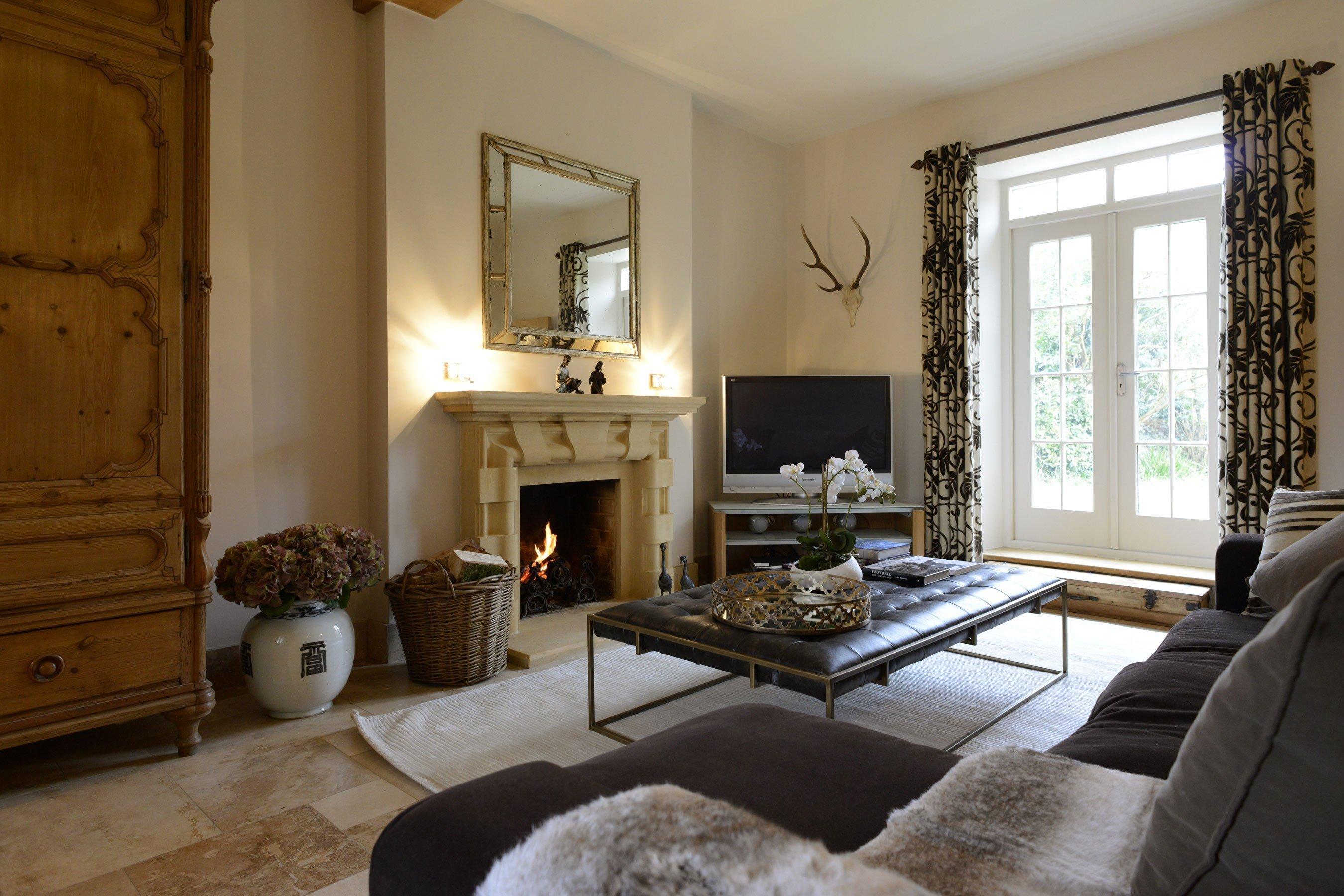 the-laurels-draycott-drawing-room-sofa
