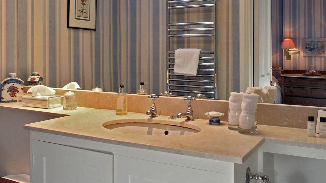 bruern-holiday-cottages-shipton-bathroom