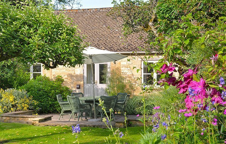bruern-holiday-cottages-shipton-featured