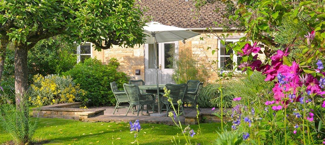bruern-holiday-cottages-shipton-garden