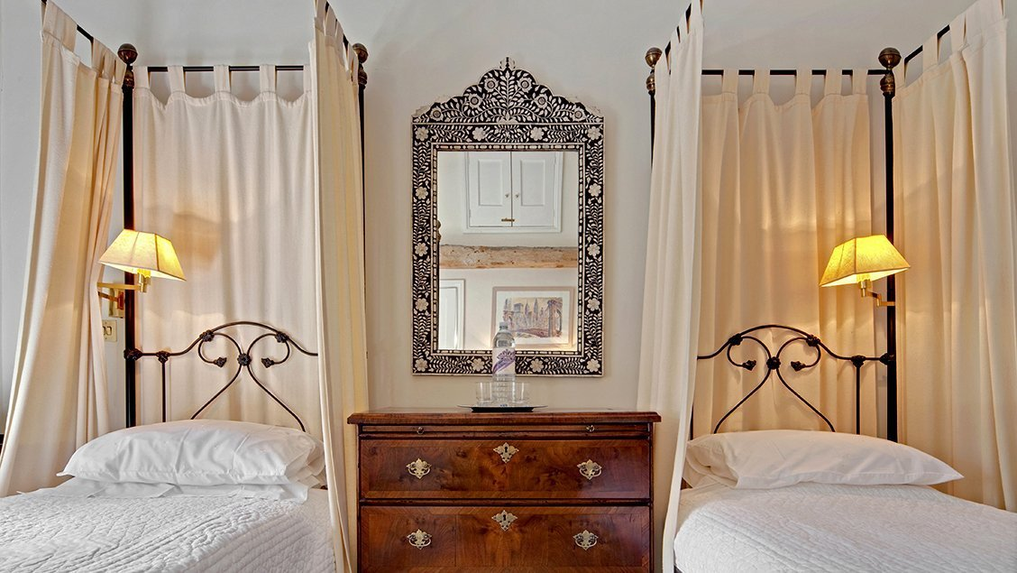 bruern-holiday-cottages-shipton-twin-bedroom