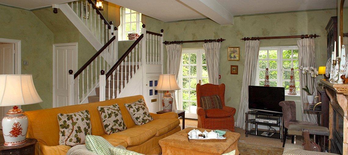 bruern-holiday-cottages-aintree-cottage-sitting-room