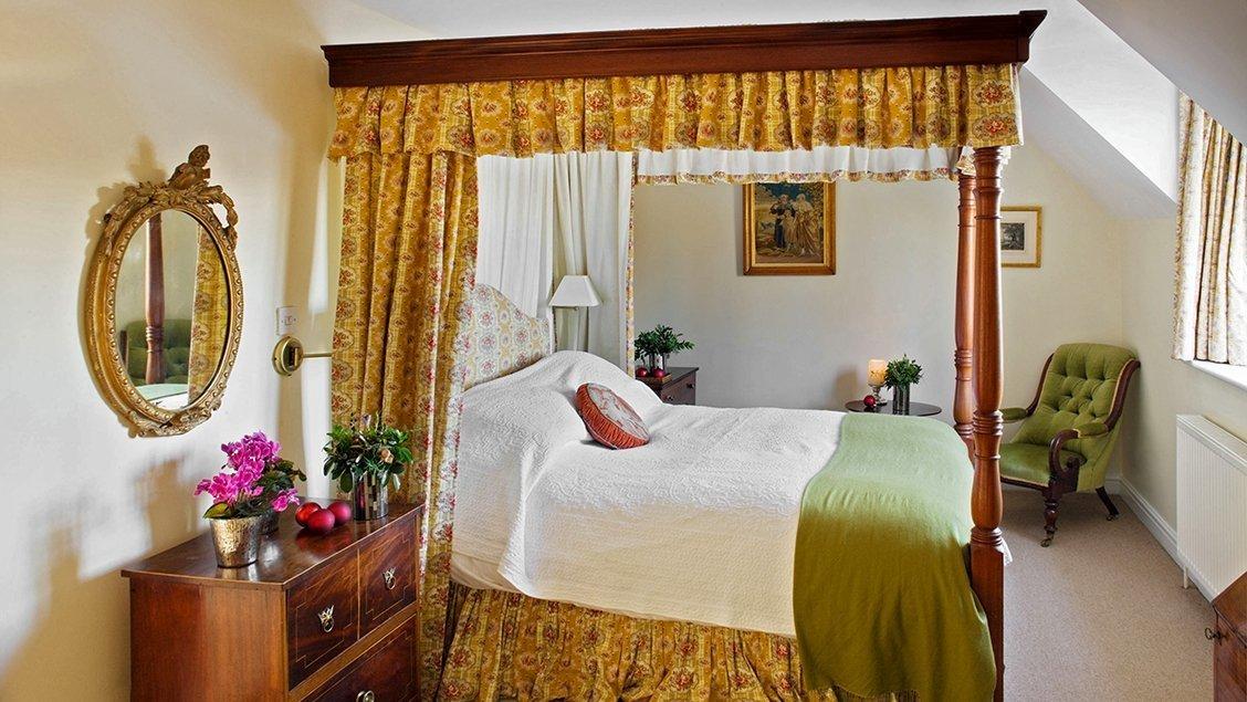 bruern-luxury-cottages-newmarket-double-bedroom