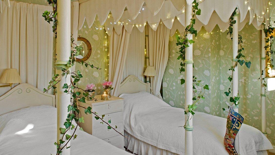 bruern-luxury-cottages-newmarket-twin-bedroom