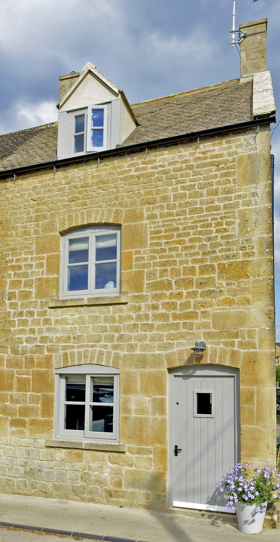 walnut-cottage-moreton-in-marsh-front-elevation